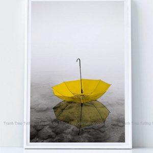 Tranh treo tường chiếc ô vàng